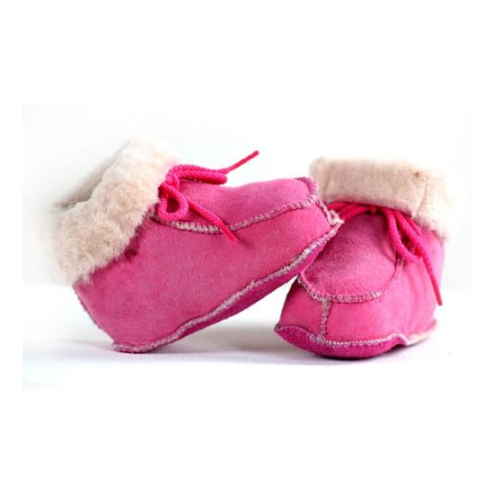 47ccd8fdd4d Baby sloffen roze lamsleer als cadeau versturen - Knuffelcadeau.nl